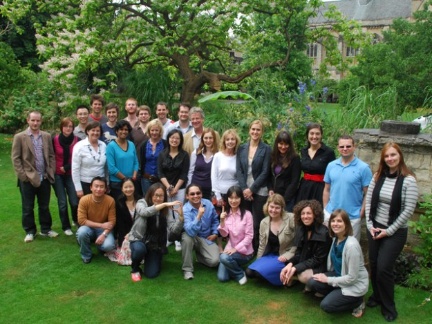 The SDP2010 group in Balliol College gardens. In centre (in purple), Dr Rebecca Eynon (SDP2010 convenor), and behind her, Professor Bill Dutton, OII Director.