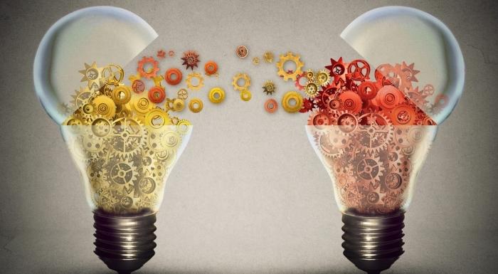 Light bulbs sharing information